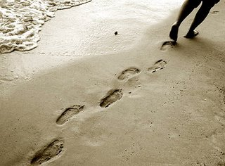 Beach-footprints2